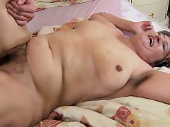 Young floosie handjob cumshot