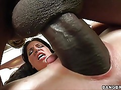 Rebeca Linares screams more..