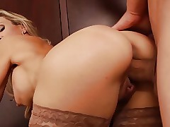 Comely comme ci MILF trainer..