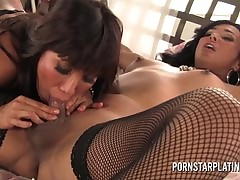 MILF Ava Devine plays wide..