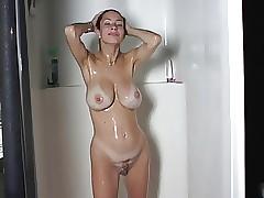 beamy teat milf shower