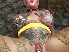 Blackwidow Jodi tattooed lass