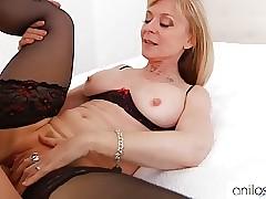 Cougar Nina Hartley gets pussy..
