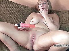 Curvy MILF Liisa is screwing..