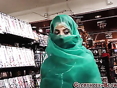 Arab milf is sucking unearth..