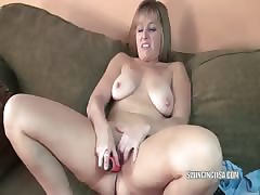 Curvy MILF Liisa is shagging..